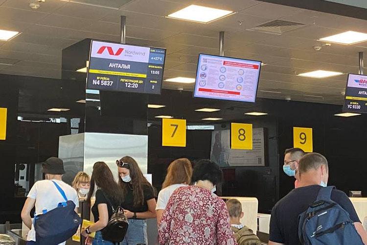 Пассажиры задержанного сегодня рейсаКазань— Анталья находились впредвкушении отдыха инесильно расстроились из-за переноса вылета