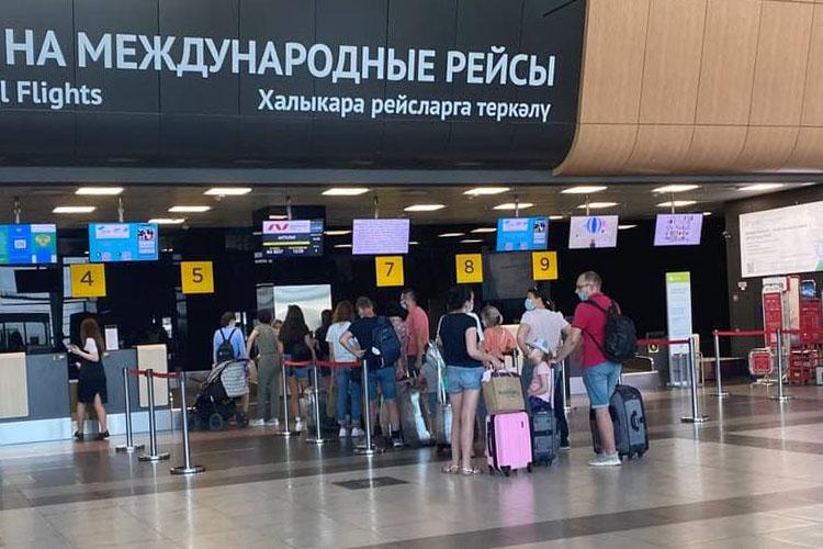 Первый самолет изстолицы Татарстана должен был вылететь ночью в02:40, однако его задержали почти на17 часов. Теперь вылет Airbus A321 авиакомпании Nordwind Airlines запланирован на16:30