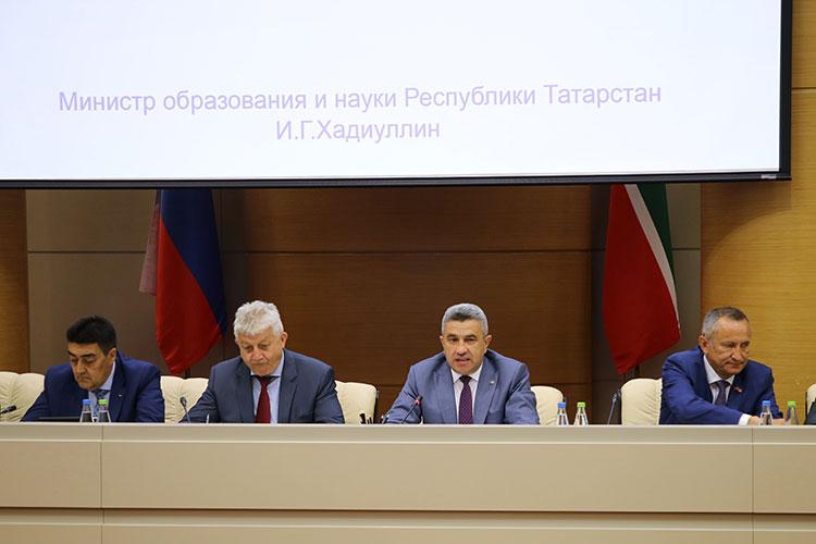 Сегодня в здании правительства РТ собрались ректоры ведущих татарстанских вузов, чтобы обсудить особенности приемной кампании в 2021/2022 учебном году