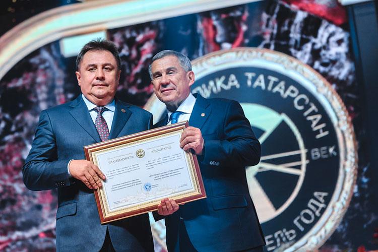 В Казани Шарипов успел побыть советником гендиректора и председателем совета директоров КОМЗа, гендиректором «Радиоприбора», а в 2012-м Колесов забрал его первым замом в КРЭТ