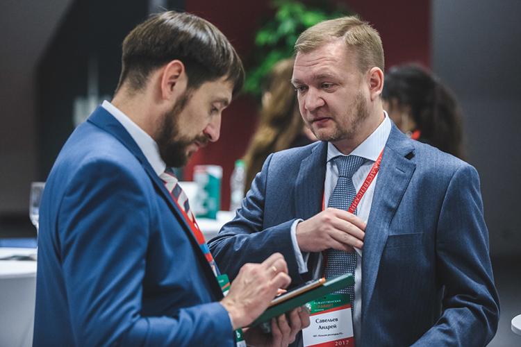 Президент гильдии риэлторов РТАндрей Савельев(справа) считает, что если наэтом участке определена зона для многоэтажной застройки, тоего стоимость подскочит домиллиарда рублей