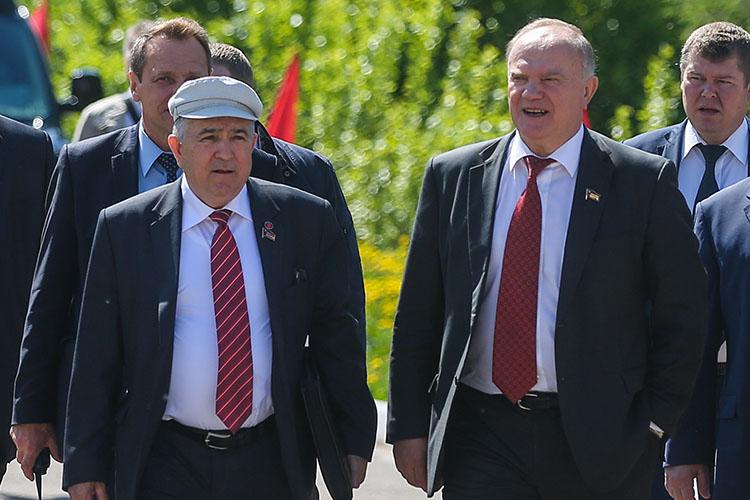 В проигрыше оказываются коммунисты. У Хафиза Миргалимова (слева) были реальные шансы получить мандат. Он мог стать вторым в партийном списке компартии, но в нынешней ситуации, скорее всего, места не получит