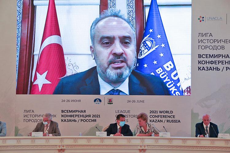 Мэр турецкой БурсыАлинур Акташ, принимавшей предыдущую конференцию, не стал скромничать: у города 3,5 тыс. лет опыта в организации городской жизни, и в свое время он даже был столицей Османской империи