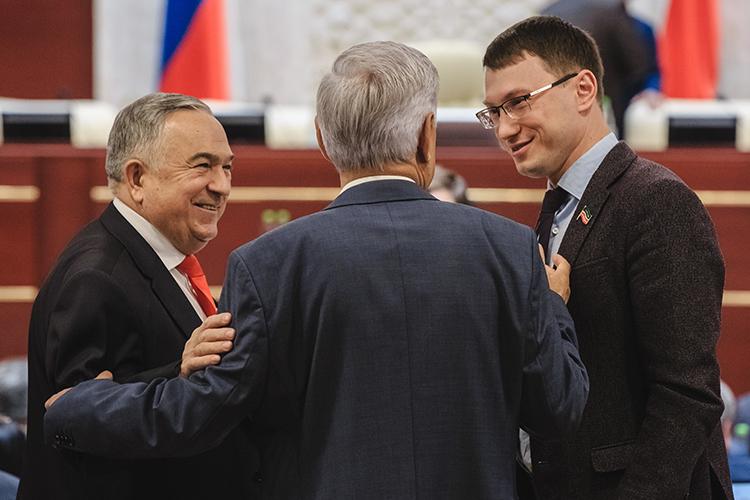 Сегодня на18-м съезде КПРФ под первым номером списка утвердилиАртема Прокофьева (справа). Бессменный лидер республиканского КПРФХафиз Миргалимов (слева)всписке оказался лишь вторым