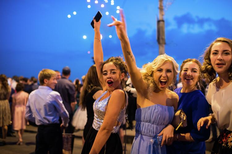 В Казани началась пора выпускных балов. Билеты во взрослую жизнь получат 6099 выпускников из 238 классов