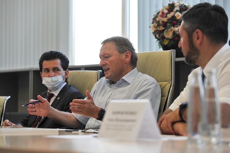 Все вопросы Титов иего помощники зафиксировали, какие-то локальные проблемы переадресовывались бизнес-омбудсмену РТФариду Абдулганиеву