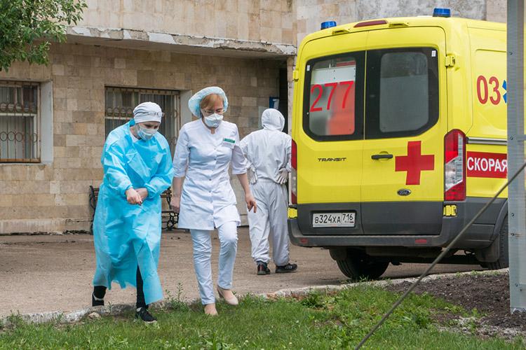Городская больница №5 в Челнах сегодня вернулась к работе в формате госпиталя для пациентов с коронавирусом. Прошедших лечение пациентов выписали, остальных перевели в другие медицинские учреждения