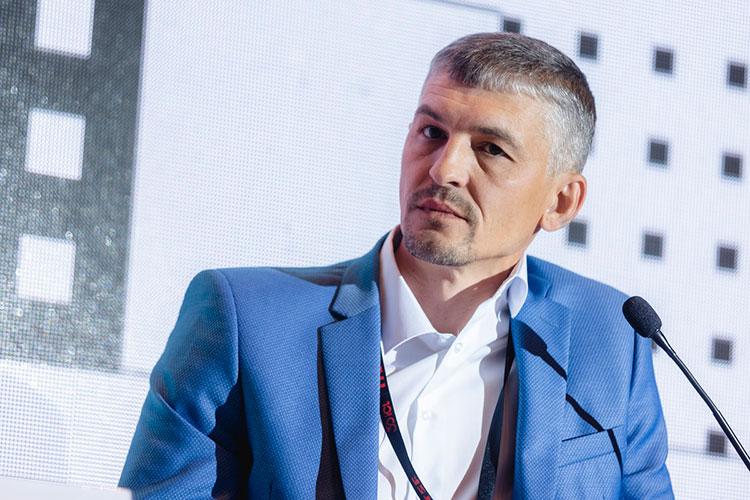 Дмитрий Гладченко, заместитель директора по информационной безопасности ООО «Лента» подчеркнул, что в пандемию выяснилось, что на рынке нет свободных программистов