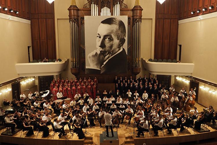 Заключительный концерт ХМеждународного фестиваля имени С.Рахманинова «Белая сирень» был посвящён произведениям Людвига ван Бетховена иИгоря Стравинского