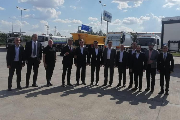 ХолдингООО«Колуман»входит втоп-100 передовых компаний Турции иявляется крупнейшим турецким акционером Мерседес-Бенц Тюрк А.Ш.