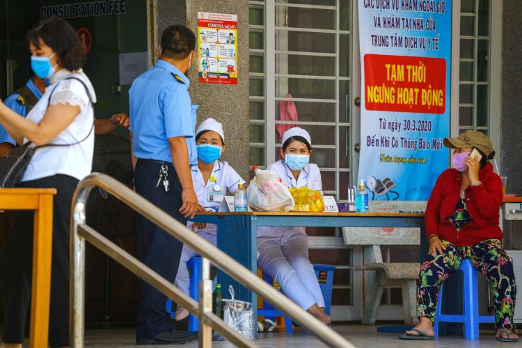 «Лучше всех коронавирус перенесли страны, в которых был высокий уровень дисциплины и сознательности населения, — Вьетнам, Китай, Северная и Южная Кореи. Там царил жесткий карантин и впоследствии — жесткая установка на вакцинацию»