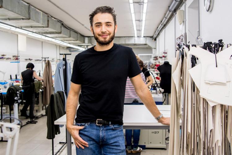 Некогда фотограф встиле нюРустем Гариповвсвое время создал сРегиной Сафинойбренд одежды «Святая» теперь известный далеко запределами республики