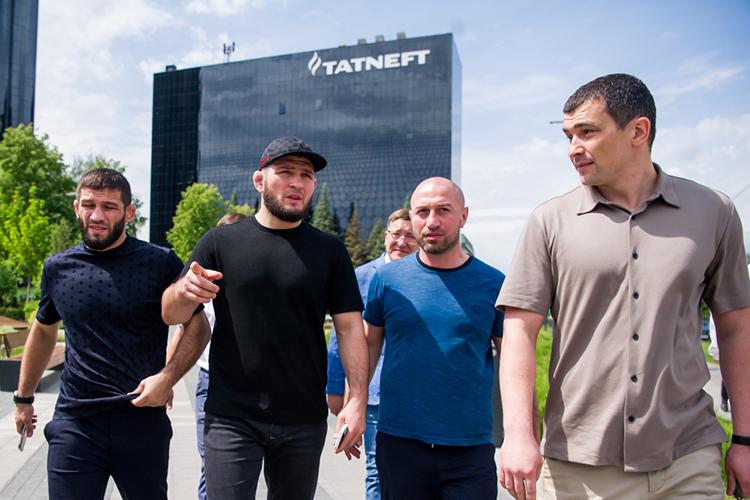 Ренат Мамин (справа)возглавляет благотворительный фонд «Татнефти» смомента его создания в2018 году