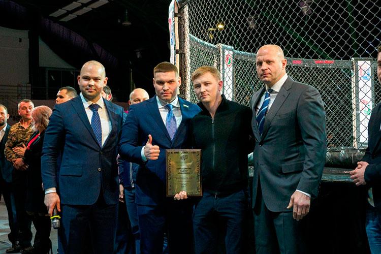 Радмир Габдуллин, Рушан Мингазов, Фархутдинов и Федор Емельяненко (слева направо)