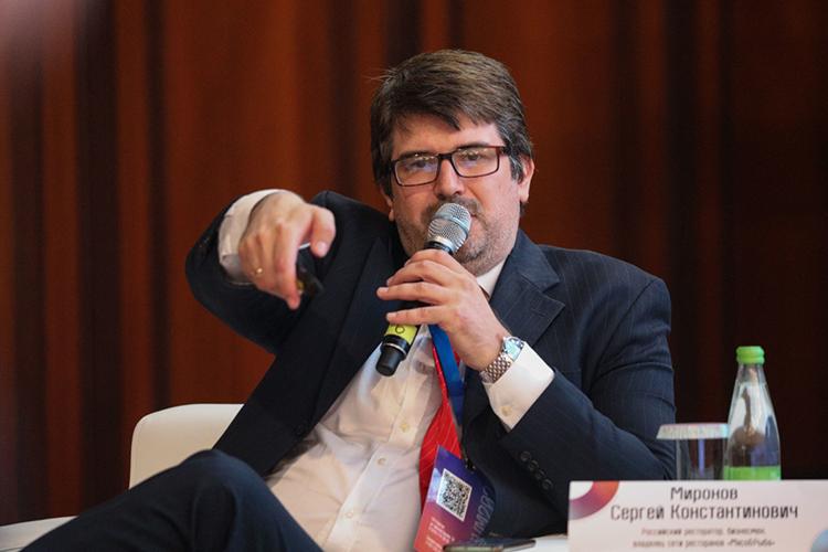 Антон Свириденкопояснил про необходимость кластерного развития, создание промпарков около средних городов, атакжефинансирование проектов избанка типовых производств— сготовыми решениями ибизнес-планами