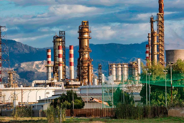 «Побольшому счету, мынезнаем, куда идут доходы, которые получает Российская Федерация отпродажи нефти игаза. Явно они уходят ненаразвитие страны»