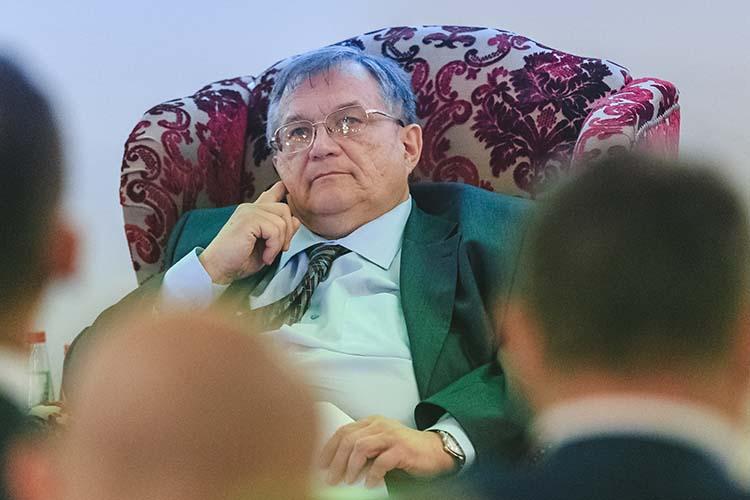 В2019-м Карпов стал заместителемБориса Петрова (на фото), а после его ухода вмае 2020-го стал руководителем управления сприставкой «и.о.».Сотрудники РТН были уверены, что Карпова официально назначат руководителем управления, однако кресло досталось другому