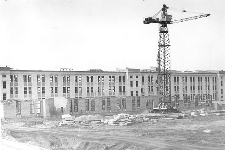 Объединение имени Орджоникидзе вМинске иказанский завод ЭВМ вконце 80-х годов производили вобщей сложности около 80% всей техники класса «мейнфрейм»