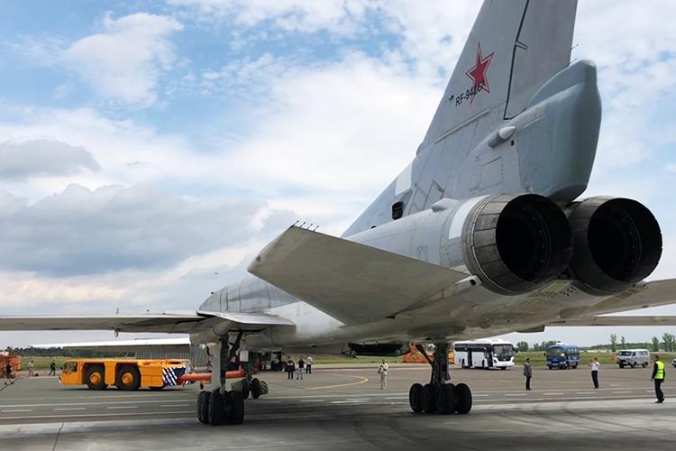 Наш собеседник намекает наслухи отом, что выпуск Ту-22М3 прекратили под ихнажимом