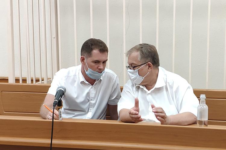 Рамиль Ахметгалиев (слева):«Повлиять уже насобранные доказательств мой подзащитный впринципе неможет»