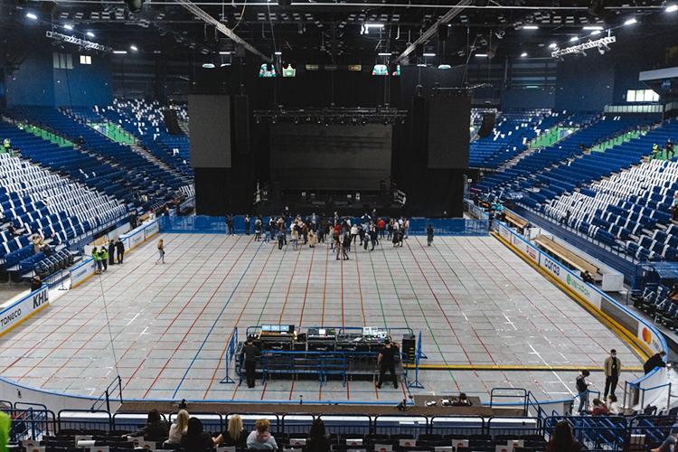 «Татнефть Арена»— этовпервую очередьспортивная арена. Позвуку там всегда есть вопросы, плюс ограниченное количество VIP-мест. Там нет такого, что тыможешь приехать иполностью застроиться так, как хочешь, ипродать билет туда, куда тызахотел»