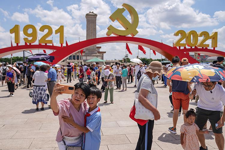 «Китайцы мыслят столетиями. Некоторые эксперты полагают, что КНР стремится вернуться кдревней стратегии Поднебесной, которая была укоренена еще довсякого знакомства севропейцами»