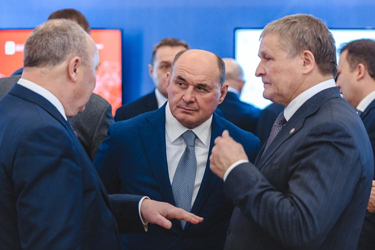 Гендиректор АО«Холдинговая компания «Акбарс»Иван Егоров (в центре)потерял очко ис6 места спустился на7-е
