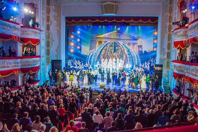 Каждый сезон музыкального фестиваля «Узгэреш жиле» обходится примерно в $1 млн (больше 70 млн рублей), а, например, только за съемку оперы «Сююмбике» для европейского канала Mezzo бюджет Татарстана выделил 18 млн рублей