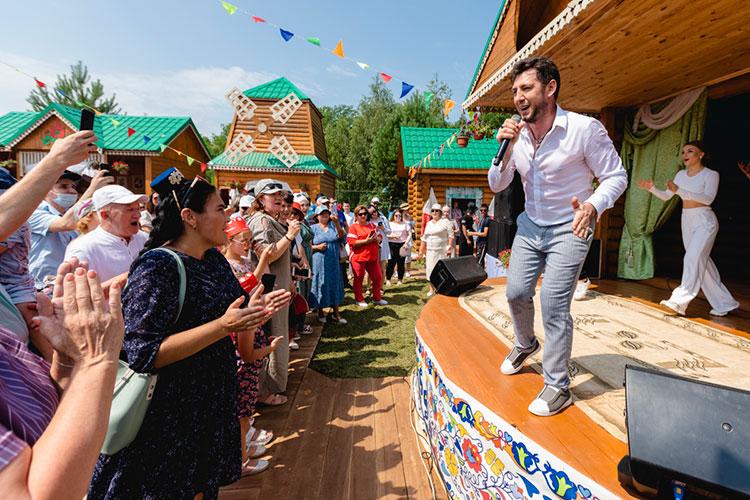Фирдус Тямаев мечтает устроить большой стадионный концерт, на который бы людей, пришедших в национальных костюмах пускали бы бесплатно