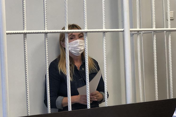 После взал заседаний завели дочь Вахитовой—руководителяотдела дополнительного профессионального образования Гульнару Закирову