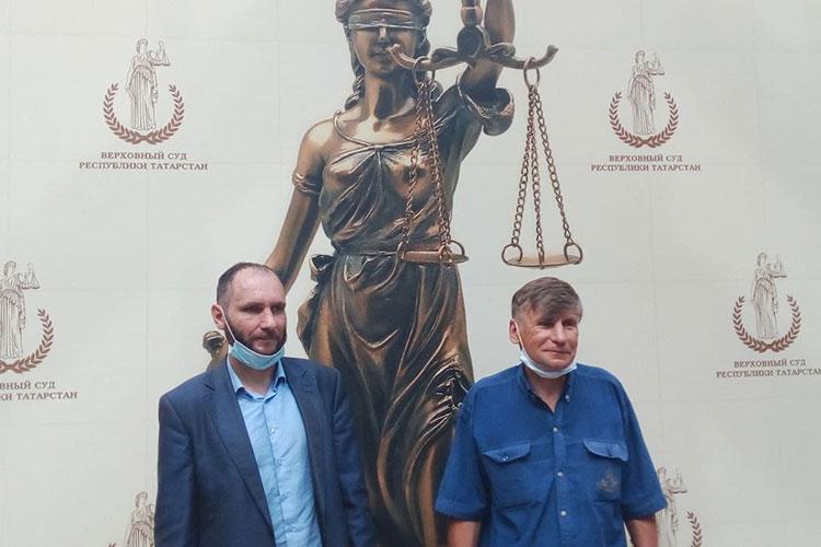 Лидер ВТОЦ Фарит Закиев (слева) и адвокат ВТОЦ Алексей Златкин (слева)