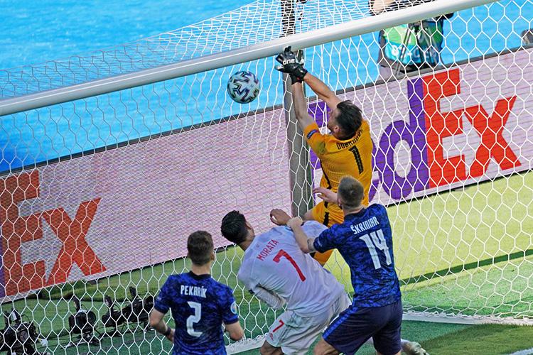 Начемпионате Европы сборная Словакии, как иРоссии, невышла изгруппы. КомандаШтефана Тарковичазаняла третье место, проиграв два изтрёх матчей собщей разницей забитых ипропущенных мячей 2:7
