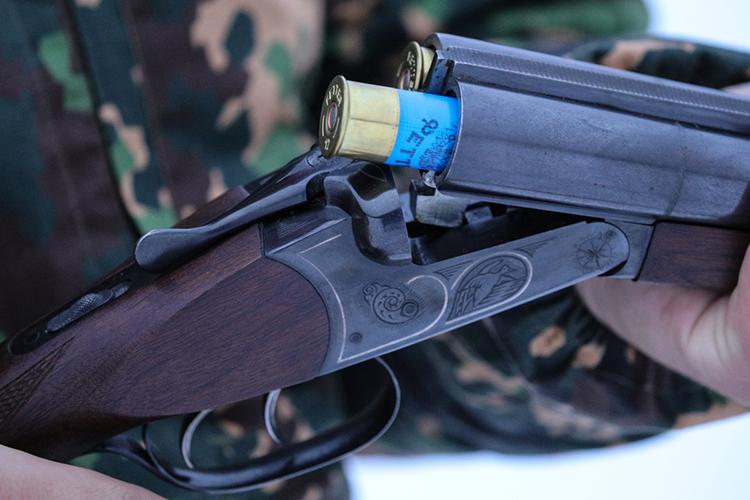 «Ружье онмог купить где угодно, патронов— сколько угодно. Это никто неотслеживает. Онпрошел все комиссии, которые предусмотрены законом оборужии»
