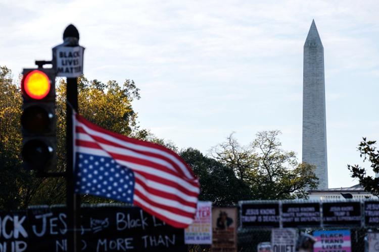 «Сделаем Америку снова великой!» — это национализм, который должен был решаться через новое соглашение о конструктивном сотрудничестве с Китаем»