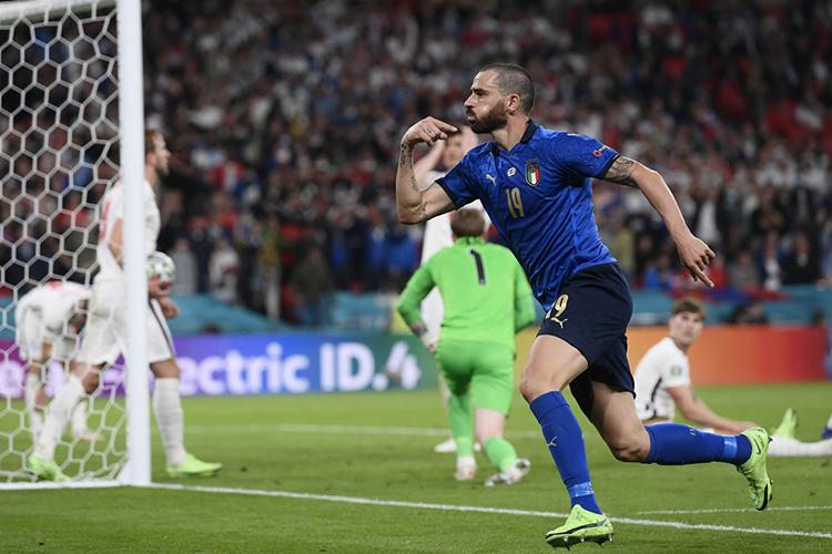 Открыл счет итальянским голам вэтой встрече защитникЛеонардо Бонуччи