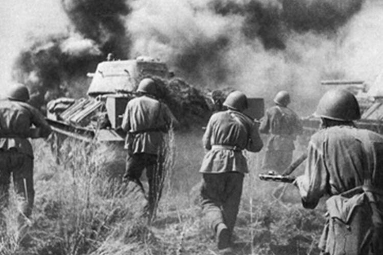 Для украинцев, сражавшихся врядах Красной Армии, впартизанских отрядах, Великая Отечественная война была именно Отечественной, потому что они защищали свой дом, свою большую общую Родину