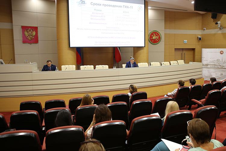 Министр образования и науки РТ Ильсур Хадиуллин сегодня на брифинге в кабмине РТ поспешил выступить с подробным обзором предварительных итогов экзаменационной кампании 2021 года в Татарстане