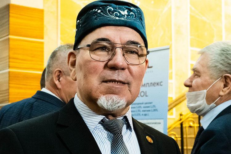 У главы КФХ Минталипа Миннеханова небольшое хозяйство в Тукаевском районе: 80 га картошки, 10 га моркови и 10 га свеклы. На посевную кампанию в этом году он потратил около 10 млн рублей