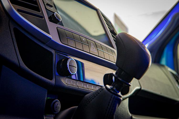 «ГАЗель NN» оснащена итакими инновационными решениями, как система помощи при подъеме (HSA), динамической стабилизацией (ESP), противобуксовочной системой (ASR) имногим другим, что делает управление автомобилем комфортным ибезопасным