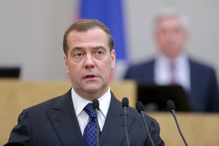 Наиболее противоречивым автором доклада представляется положение Дмитрия Медведева— это очевидно демонстрирует итот факт, что онневошел вобщефедеральный список «Единой Россия»