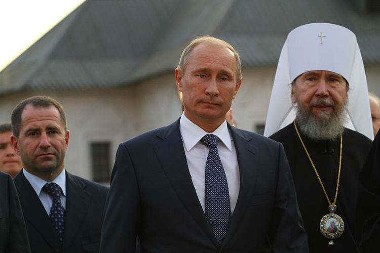 Столь внушительный список гостей наталкивает намысль, что вполне возможен визит вКазань ипервого лица— президента РФВладимира Путина. Именно такой пестрый бомонд обычно сопровождает российского лидера вего вылазках