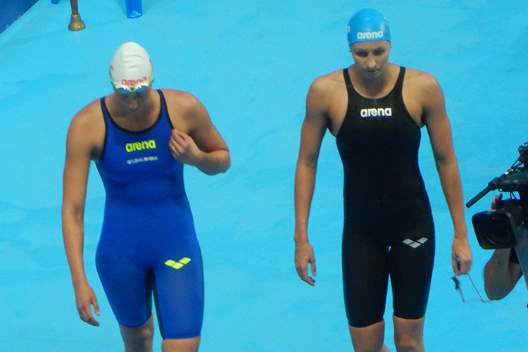 Веронике (справа) 30 лет, она— серебряный ибронзовый призёр чемпионатов мира. Кроме того, насчету россиянки две золотые награды Универсиады вКазани