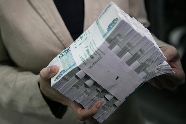 Поверсии следствия иобвинения, впериод с2001 по2006 год Садретдинов получил 700тыс рублей засодействие вполучении земель иобъектов недвижимости