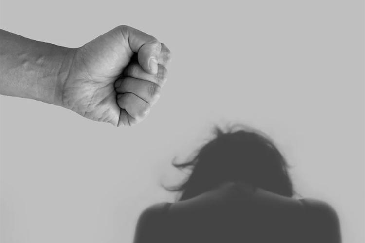 Насилие в семье — это тоже глубокая психология. И женщина сама во многом виновата, что у нее агрессивный мужчина. Потому что она выступает с позиции жертвы, она не знает, как вообще нужно ей вести себя, и вызывает эту агрессию