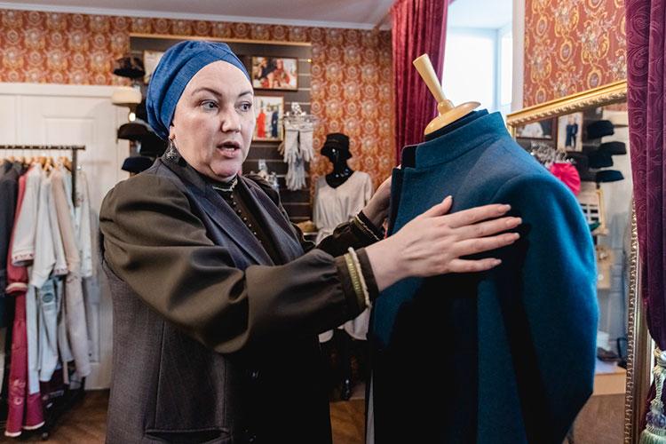 Спрос на такие костюмы, по словам Элари Шайхи, постоянно растет. По оценкам дизайнера, в Казани пошивом татарских френчей занимается не более пяти ателье