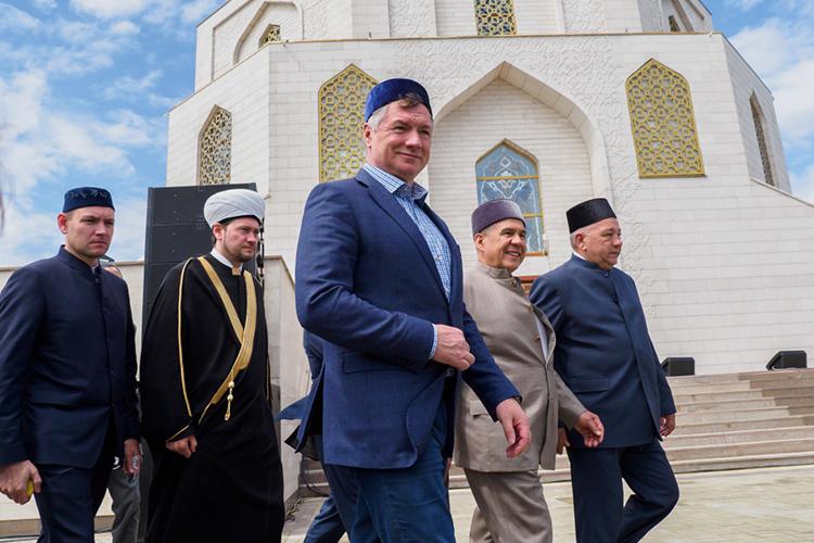 Вице-премьер Марат Хуснуллин велел кабмину РТ определиться с местом строительства Соборной мечети Казани еще до 30 июня. Однако решения так и не случилось — 7 июля вице-премьер в очередной раз отправил документы на доработку ответственным министерствам и ведомствам