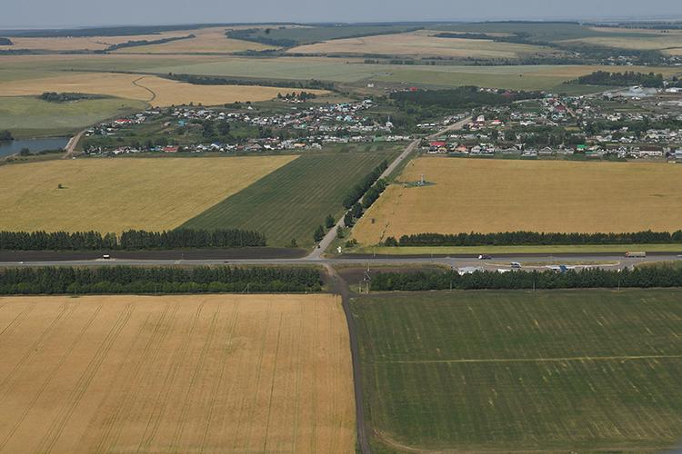До сих пор сохраняется интрига вокруг строительства новой трассы М7 «Волга». На прошлой неделе Рустам Минниханов оценил ход строительства на участке обхода Нижнекамска и Набережных Челнов