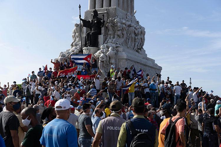 Куба вспомнила о своих революционных традициях: на «острове свободы» вспыхнули массовые протесты против несвободы — первые после 1994 года