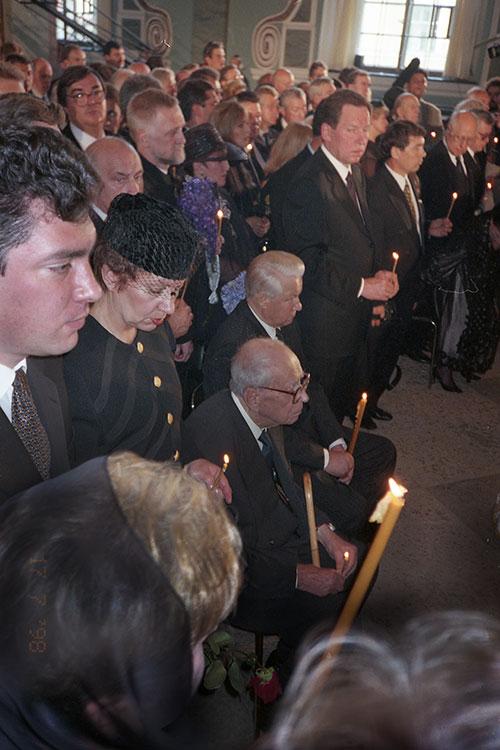 Похороны царской семьи. Санкт-Петербург, Петропавловский собор, 17 июля 1998 года