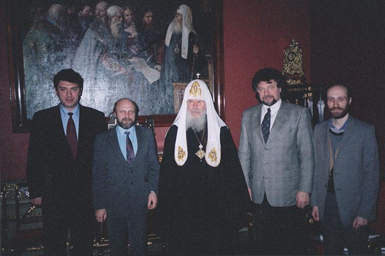 Встреча в резиденции патриарха 15 января 1998 года. На фото (слева направо): Борис Немцов, Владимир Соловьев, Алексий II, Виктор Аксючиц и Александр Шубин